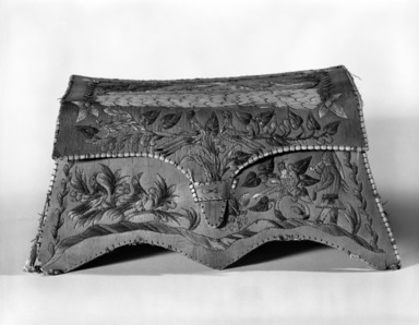 Huron. <em>Rectangular Box with Cover</em>, early 20th century. Birch bark, porcupine quill, 3 15/16 x 4 1/2 x 7 7/8 in.  (10.0 x 11.5 x 20.0 cm). Brooklyn Museum, Brooklyn Museum Collection, 08.427a-b. Creative Commons-BY (Photo: Brooklyn Museum, 08.427a-b_view1_bw.jpg)