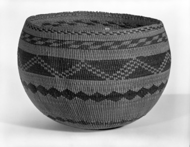 Pomo. <em>Twined Mush Basket</em>. Willow, sedge root?, redbud bark, 6 1/4 x 9 in. or (19.5 x 17.0 x 16.0 cm). Brooklyn Museum, Museum Expedition 1908, Museum Collection Fund, 08.491.8640. Creative Commons-BY (Photo: Brooklyn Museum, 08.491.8640_bw.jpg)