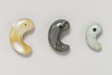 <em>Comma or Kidney Shaped Bead (Magatama)</em>, 400 B.C.E. - 600 C.E. Stone, 3/8 x 1 x 9/16 in. (1 x 2.5 x 1.5 cm). Brooklyn Museum, Museum Expedition 1909, Purchased with funds given by Thomas T. Barr, E. LeGrand Beers, Carll H. de Silver, Herman B. Stutzer, Colonel Robert B. Woodward and the Museum Collection Fund, 09.898.2. Creative Commons-BY (Photo: , 09.898.4_09.898.1_09.898.2_PS4.jpg)
