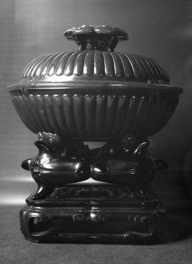 <em>Bowl and Cover</em>, 18th century (possibly). Jade, 4 1/2 x 6 7/16 in. (11.4 x 16.4 cm). Brooklyn Museum, Bequest of Robert B. Woodward, 14.322a-b. Creative Commons-BY (Photo: Brooklyn Museum, 14.322a-b_glass_bw.jpg)