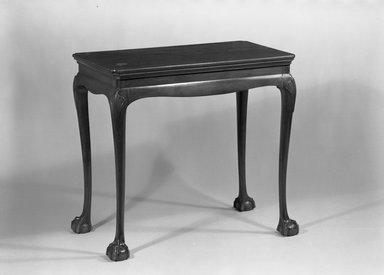 American. <em>Side Table</em>, ca. 1750-1775. Cherry, 29 1/2 x 32 1/4 x 18 1/4 in. (74.9 x 81.9 x 46.4 cm). Brooklyn Museum, 14.594. Creative Commons-BY (Photo: Brooklyn Museum, 14.594_acetate_bw.jpg)