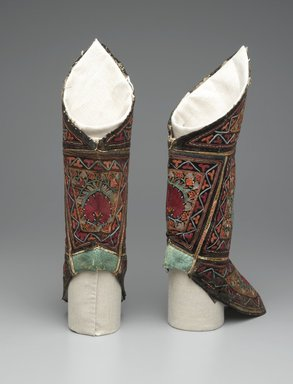 <em>Pair of Boots</em>, 20th century. Black velvet and green leather, with polychrome embroidery, 17 x 9 in. (43.2 x 22.9 cm). Brooklyn Museum, Frederick Loeser Fund, 18.176. Creative Commons-BY (Photo: Brooklyn Museum, 18.176_back_PS2.jpg)