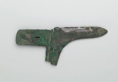 <em>Halberd Head</em>, 500 B.C.-100 C.E. Bronze, At widest point: 3 9/16 x 8 1/4 in. (9.0 x 21.0 cm). Brooklyn Museum, Museum Collection Fund, 18.6. Creative Commons-BY (Photo: Brooklyn Museum, 18.6_side1_PS2.jpg)