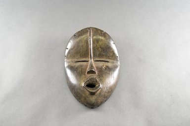 Dan. <em>Deangle Mask</em>, early 20th century. Wood, pigment, 9 1/8 x 6 1/8 x 2 1/2 in. (23.2 x 15.6 x 6.4 cm). Brooklyn Museum, The Adolph and Esther D. Gottlieb Collection, 1989.51.23. Creative Commons-BY (Photo: Brooklyn Museum, 1989.51.23_front_PS5.jpg)