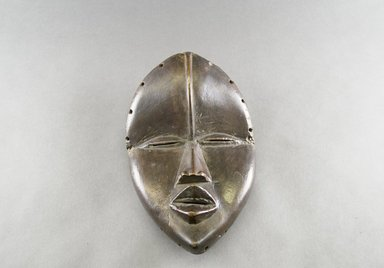 Dan. <em>Deangle Mask</em>, early 20th century. Wood, 10 1/2 x 6 3/4 x 4 1/4 in. (26.7 x 17.1 x 10.8 cm). Brooklyn Museum, The Adolph and Esther D. Gottlieb Collection, 1989.51.24. Creative Commons-BY (Photo: Brooklyn Museum, 1989.51.24_front_PS5.jpg)