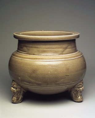 <em>Tripod Censer</em>, 1115-1234. High-fired green ware (celadon), 6 1/2 x 7 7/8 in. (16.5 x 20 cm). Brooklyn Museum, Gift of Alan and Simone Hartman, 1991.127.1. Creative Commons-BY (Photo: Brooklyn Museum, 1991.127.1.jpg)