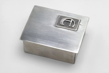 Marion Anderson Noyes (American, 1907-2002). <em>Cigarette Box with Cover</em>, 20th century. Pewter, 1 5/8 x 4 x 3 1/4 in. (4.1 x 10.2 x 8.3 cm). Brooklyn Museum, Gift of Marion Anderson Noyes, 1992.40.5a-b. Creative Commons-BY (Photo: Brooklyn Museum, 1992.40.5a-b.jpg)