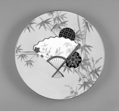 Minton (founded 1793). <em>Dinner Plate, Porcelain Pattern</em>, 1870-1890. Porcelain with gilt and transfer printed decoration, height: 1 in. (2.54 cm). Brooklyn Museum, Gift of Paul F. Walter, 1993.113.50. Creative Commons-BY (Photo: Brooklyn Museum, 1993.113.50_bw.jpg)