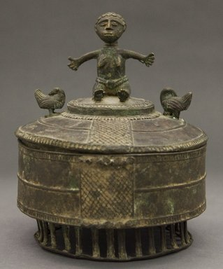 Asante. <em>Lidded Box (Kuduo)</em>, 20th century. Copper alloy, height: 7 1/2 in. (19.0 cm). Brooklyn Museum, Gift of Dorothy Robbins, 1993.180.10a-b. Creative Commons-BY (Photo: Brooklyn Museum, 1993.180.10a-b_PS10.jpg)