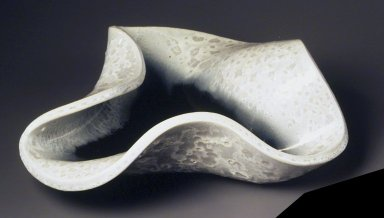 Russel Wright (American, 1904-1976). <em>Centerpiece Bowl</em>, ca. 1946. Glazed earthenware, 4 1/2 x 14 in.  (11.4 x 35.6 cm). Brooklyn Museum, Gift of Paul F. Walter, 1994.165.30. Creative Commons-BY (Photo: Brooklyn Museum, 1994.165.30_cropped.jpg)