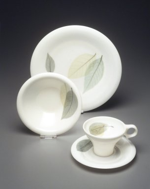 Russel Wright (American, 1904-1976). <em>Plate, Flair Line, Leaves Pattern</em>, Designed 1959. Melamine (plastic), height: 1 in. (2.5 cm). Brooklyn Museum, Gift of Paul F. Walter, 1994.165.60. Creative Commons-BY (Photo: Brooklyn Museum, 1994.165.60_1994.165.59_1994.165.58a-b_transp569.jpg)