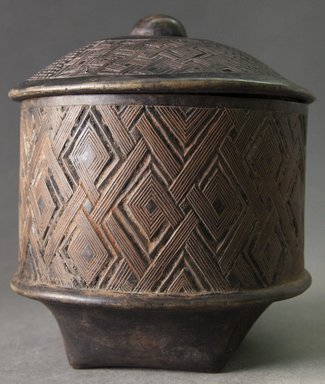 Kuba (Shoowa subgroup). <em>Storage Box for Tukula Powder (Kukia)</em>, 20th century. Wood, height (including lid): 7 3/4 in (19.7cm). Brooklyn Museum, Gift of Allen C. Davis, 1995.171.2a-b. Creative Commons-BY (Photo: Brooklyn Museum, 1995.171.2a-b_side_PS10.jpg)