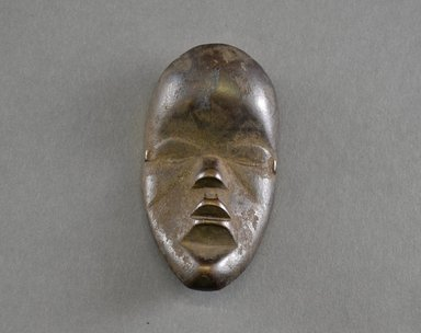 Mano ?. <em>Personal Miniature Mask</em>, 20th century. Wood, 4 1/8 x 2 1/8in. (10.5 x 5.4cm). Brooklyn Museum, Gift of Blake Robinson, 1995.7.18. Creative Commons-BY (Photo: Brooklyn Museum, 1995.7.18_front_PS5.jpg)