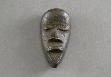 Mano. <em>Personal Miniature Mask</em>, 20th century. Wood, 4 x 2 x 1in. (10.2 x 5.1 x 2.5cm). Brooklyn Museum, Gift of Blake Robinson, 1995.7.27. Creative Commons-BY (Photo: Brooklyn Museum, 1995.7.27_front_PS5.jpg)