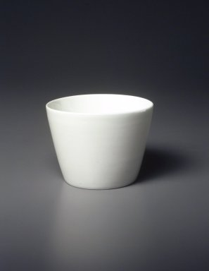 <em>Soba Cup, Arita Ware</em>, ca. 18th century. Ceramic, porcelain, 2 5/8 x 3 9/16 in. (6.7 x 9 cm). Brooklyn Museum, Gift of  Natalie and Greg Fitz-Gerald, 1996.1.1. Creative Commons-BY (Photo: Brooklyn Museum, 1996.1.1_transp4488.jpg)