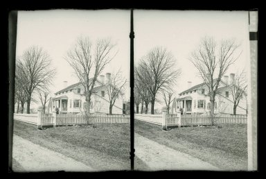 Daniel Berry Austin (American, born 1863, active 1899-1909). <em>Vanderveer House, Miller, Vanderveer Crossings, Canarsie, Brooklyn</em>, ca. 1899-1909. Gelatin silver glass dry plate negative Brooklyn Museum, Brooklyn Museum/Brooklyn Public Library, Brooklyn Collection, 1996.164.1-100 (Photo: Brooklyn Museum, 1996.164.1-100_glass_SL1.jpg)