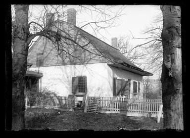 Daniel Berry Austin (American, born 1863, active 1899-1909). <em>Jan Martense Schenck House, Gable End</em>, ca. 1899-1909. Gelatin silver glass dry plate negative Brooklyn Museum, Brooklyn Museum/Brooklyn Public Library, Brooklyn Collection, 1996.164.1-1111 (Photo: Brooklyn Museum, 1996.164.1-1111_SL1.jpg)