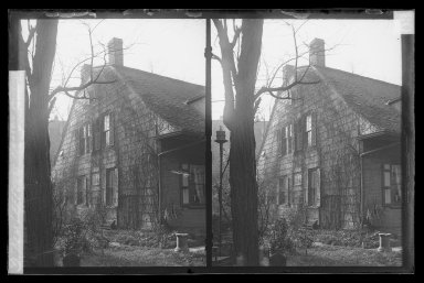 Daniel Berry Austin (American, born 1863, active 1899-1909). <em>Rem Lefferts House, East Gable, Fulton Street opposite Arlington Place near Bedford, Brooklyn</em>, ca. 1899-1909. Gelatin silver glass dry plate negative Brooklyn Museum, Brooklyn Museum/Brooklyn Public Library, Brooklyn Collection, 1996.164.1-3 (Photo: Brooklyn Museum, 1996.164.1-3_IMLS_SL2.jpg)