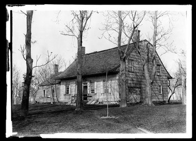 "Daniel Berry Austin (American, born 1863, active 1899-1909). <em>J. Schenck's ""Canarsie House"", Looking Northwest, Canarsie Landing</em>, ca. 1899-1909. Gelatin silver glass dry plate negative Brooklyn Museum, Brooklyn Museum/Brooklyn Public Library, Brooklyn Collection, 1996.164.1-54a (Photo: Brooklyn Museum, 1996.164.1-54a_SL1.jpg)"
