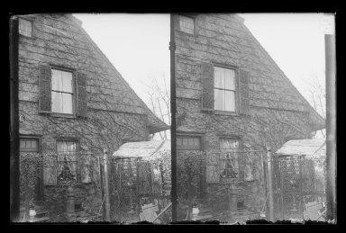 Daniel Berry Austin (American, born 1863, active 1899-1909). <em>Rem Lefferts House, West Gable, Fulton Street opposite Arlington Place near Bedford, Brooklyn</em>, ca. 1899-1909. Gelatin silver glass dry plate negative Brooklyn Museum, Brooklyn Museum/Brooklyn Public Library, Brooklyn Collection, 1996.164.1-5 (Photo: Brooklyn Museum, 1996.164.1-5_IMLS_SL2.jpg)
