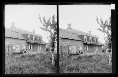 Daniel Berry Austin (American, born 1863, active 1899-1909). <em>Bergen House, Back, Rear View, Bergen Beach, Flatlands, Brooklyn</em>, ca. 1899-1909. Gelatin silver glass dry plate negative Brooklyn Museum, Brooklyn Museum/Brooklyn Public Library, Brooklyn Collection, 1996.164.1-95 (Photo: Brooklyn Museum, 1996.164.1-95_IMLS_SL2.jpg)