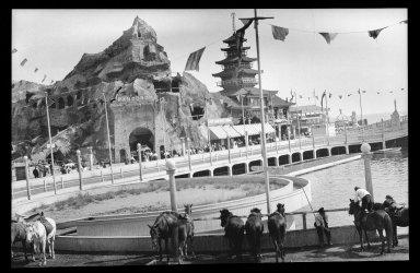 Eugene Wemlinger. <em>View of Coney Island</em>, 1909. Cellulose nitrate negative Brooklyn Museum, Brooklyn Museum/Brooklyn Public Library, Brooklyn Collection, 1996.164.10-28 (Photo: Brooklyn Museum, 1996.164.10-28_IMLS_SL2.jpg)