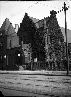 H.S. Lewis. <em>Bedford Heights Baptist Church, Bergen Street and Rogers Avenue, Brooklyn</em>, 1913. Negative Brooklyn Museum, Brooklyn Museum/Brooklyn Public Library, Brooklyn Collection, 1996.164.5-13 (Photo: Brooklyn Museum, 1996.164.5-13_SL4.jpg)