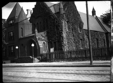 H.S. Lewis. <em>Bedford Heights Baptist Church, Bergen Street and Rogers Avenue, Brooklyn</em>, 1913. Negative Brooklyn Museum, Brooklyn Museum/Brooklyn Public Library, Brooklyn Collection, 1996.164.5-13a (Photo: Brooklyn Museum, 1996.164.5-13a_SL4.jpg)