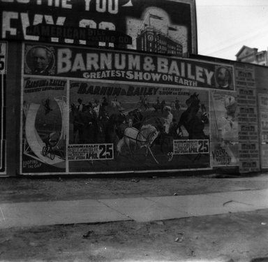 H.S. Lewis. <em>Barnum Circus, Broadway and Halsey Street, Brooklyn</em>, ca. 1902-1913. Negative Brooklyn Museum, Brooklyn Museum/Brooklyn Public Library, Brooklyn Collection, 1996.164.5-15 (Photo: Brooklyn Museum, 1996.164.5-15_SL4.jpg)