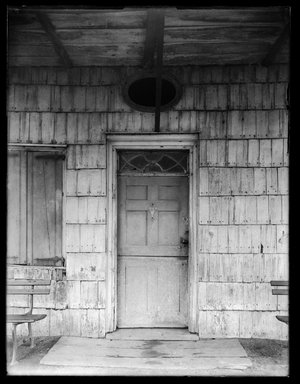 Dr. George S. Ogden (American, active 1900-1915). <em>Schenck House, Doorway</em>, August 5, 1914. Gelatin silver glass dry plate negative Brooklyn Museum, Brooklyn Museum/Brooklyn Public Library, Brooklyn Collection, 1996.164.6-53 (Photo: Brooklyn Museum, 1996.164.6-53_SL1.jpg)