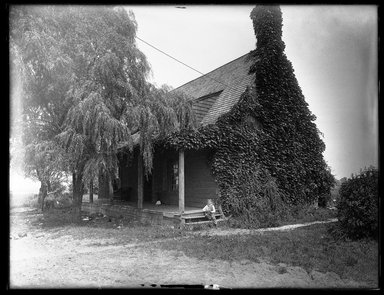 Dr. George S. Ogden (American, active 1900-1915). <em>Schenck House, Built 1656, South Side</em>, August 2, 1914. Gelatin silver glass dry plate negative Brooklyn Museum, Brooklyn Museum/Brooklyn Public Library, Brooklyn Collection, 1996.164.6-60 (Photo: Brooklyn Museum, 1996.164.6-60_SL1.jpg)