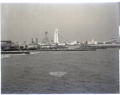 Irving Underhill (American, 1872-1960). <em>Coney Island Waterfront</em>, 1906. Gelatin dry glass plate negative, 8 x 10 in. (20.3 x 25.4 cm). Brooklyn Museum, Brooklyn Museum/Brooklyn Public Library, Brooklyn Collection, 1996.164.8-B10222. © artist or artist's estate (Photo: Brooklyn Museum, 1996.164.8-B10222_glass_SL1.jpg)