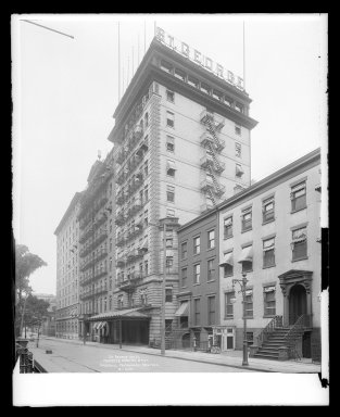 Irving Underhill (American, 1872-1960). <em>St. George Hotel, Pineapple and Hicks Streets, Brooklyn</em>, ca. 1896-1950. Gelatin silver glass dry plate negative Brooklyn Museum, Brooklyn Museum/Brooklyn Public Library, Brooklyn Collection, 1996.164.8-B16620. © artist or artist's estate (Photo: Brooklyn Museum, 1996.164.8-B16620_glass_IMLS_SL2.jpg)
