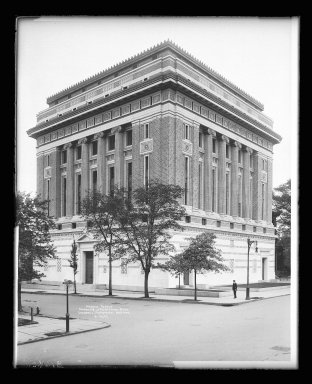 Irving Underhill (American, 1872-1960). <em>Masonic Temple, Clermont and Lafayette Avenue, Brooklyn</em>, ca. 1896-1950. Gelatin silver glass dry plate negative Brooklyn Museum, Brooklyn Museum/Brooklyn Public Library, Brooklyn Collection, 1996.164.8-B16622. © artist or artist's estate (Photo: Brooklyn Museum, 1996.164.8-B16622_glass_IMLS_SL2.jpg)