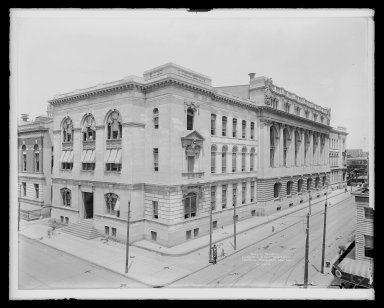 Irving Underhill (American, 1872-1960). <em>Hall of Records, Livingston Street and Court Square, Brooklyn</em>, ca. 1896-1950. Gelatin silver glass dry plate negative Brooklyn Museum, Brooklyn Museum/Brooklyn Public Library, Brooklyn Collection, 1996.164.8-B16624. © artist or artist's estate (Photo: Brooklyn Museum, 1996.164.8-B16624_glass_IMLS_SL2.jpg)