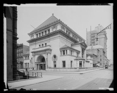 Irving Underhill (American, 1872-1960). <em>Brooklyn Savings Bank, Clinton and Pierrepont Streets, Brooklyn</em>, ca. 1896-1950. Gelatin silver glass dry plate negative Brooklyn Museum, Brooklyn Museum/Brooklyn Public Library, Brooklyn Collection, 1996.164.8-B16648. © artist or artist's estate (Photo: Brooklyn Museum, 1996.164.8-B16648_glass_IMLS_SL2.jpg)
