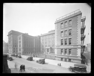 Irving Underhill (American, 1872-1960). <em>Long Island College Hospital, Pacific and Henry Streets, Brooklyn</em>, ca. 1896-1950. Gelatin silver glass dry plate negative Brooklyn Museum, Brooklyn Museum/Brooklyn Public Library, Brooklyn Collection, 1996.164.8-B33298. © artist or artist's estate (Photo: Brooklyn Museum, 1996.164.8-B33298_glass_IMLS_SL2.jpg)
