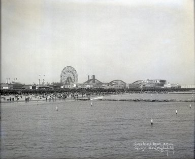 Irving Underhill (American, 1872-1960). <em>Coney Island Beach</em>, 1924. Gelatin dry glass plate negative, 8 x 10 in. (20.3 x 25.4 cm). Brooklyn Museum, Brooklyn Museum/Brooklyn Public Library, Brooklyn Collection, 1996.164.8-B43615. © artist or artist's estate (Photo: Brooklyn Museum, 1996.164.8-B43615_glass_SL1.jpg)