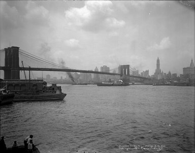 Irving Underhill (American, 1872-1960). <em>Brooklyn Bridge</em>, 1925. Glass plate negative, 8 x 10 in. (20.3 x 25.4 cm). Brooklyn Museum, Brooklyn Museum/Brooklyn Public Library, Brooklyn Collection, 1996.164.8-B43803. © artist or artist's estate (Photo: Brooklyn Museum, 1996.164.8-B43803_glass_bw_SL1.jpg)