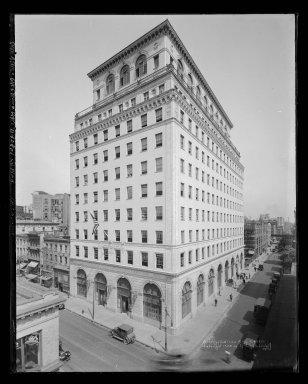 Irving Underhill (American, 1872-1960). <em>Brooklyn Edison Building</em>, 1924. Gelatin silver glass dry plate negative Brooklyn Museum, Brooklyn Museum/Brooklyn Public Library, Brooklyn Collection, 1996.164.8-B43861. © artist or artist's estate (Photo: Brooklyn Museum, 1996.164.8-B43861_glass_IMLS_SL2.jpg)