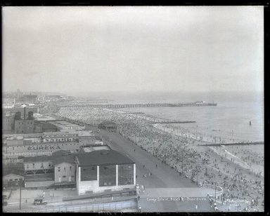 Irving Underhill (American, 1872-1960). <em>Coney Island Beach and Boardwalk (East from Half Moon Hotel)</em>, 1930. Gelatin dry glass plate negative, 8 x 10 in. (20.3 x 25.4 cm). Brooklyn Museum, Brooklyn Museum/Brooklyn Public Library, Brooklyn Collection, 1996.164.8-B55107. © artist or artist's estate (Photo: Brooklyn Museum, 1996.164.8-B55107_glass_SL1.jpg)