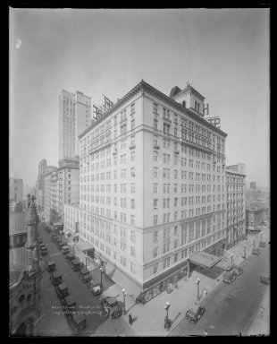 Irving Underhill (American, 1872-1960). <em>Hotel St. George, Brooklyn</em>, 1930. Gelatin silver glass dry plate negative Brooklyn Museum, Brooklyn Museum/Brooklyn Public Library, Brooklyn Collection, 1996.164.8-C20266 (145). © artist or artist's estate (Photo: Brooklyn Museum, 1996.164.8-C20266_glass_IMLS_SL2.jpg)