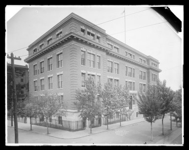 Irving Underhill (American, 1872-1960). <em>Public School, 75 Evergreen Avenue, Brooklyn</em>, 1909. Gelatin silver glass dry plate negative Brooklyn Museum, Brooklyn Museum/Brooklyn Public Library, Brooklyn Collection, 1996.164.8-C7098 (138). © artist or artist's estate (Photo: Brooklyn Museum, 1996.164.8-C7098_glass_IMLS_SL2.jpg)