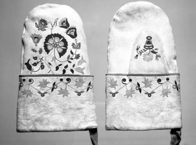 Cree. <em>Pair of Mittens</em>, late 19th-early 20th century. Leather, silk, 9 3/8 x 5 13/16 in.  (23.8 x 14.8 cm). Brooklyn Museum, Gift of Mr. and Mrs. Alastair B. Martin, the Guennol Collection, 1996.23.2a-b. Creative Commons-BY (Photo: Brooklyn Museum, 1996.23.2a-b_bw.jpg)