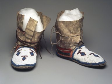 Plains (Northern). <em>Pair of Moccasins</em>, 1900-1925. Hide, beads, wool, 7 3/4 x 10 x 4 in. (19.7 x 25.4 x 10.2 cm). Brooklyn Museum, Gift of Sasha Nyary and Family, 1997.105.2a-b. Creative Commons-BY (Photo: Brooklyn Museum, 1997.105.2a-b_transp6355.jpg)