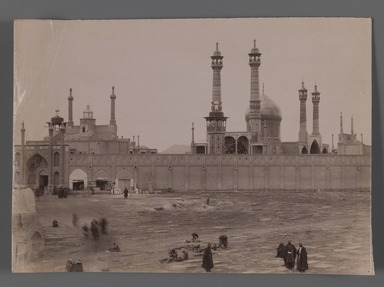 <em>[Untitled], One of 274 Vintage Photographs</em>, late 19th-early 20th century. Photograph, 6 1/8 x 8 11/16 in. (15.6 x 22 cm). Brooklyn Museum, Purchase gift of Leona Soudavar in memory of Ahmad Soudavar, 1997.3.71 (Photo: Brooklyn Museum, 1997.3.71_IMLS_PS3.jpg)
