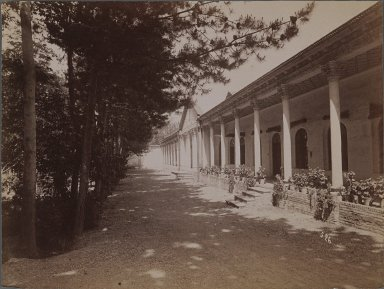 <em>[Untitled], One of 274 Vintage Photographs</em>, late 19th-early 20th century. Photograph, 6 1/8 x 8 3/16 in. (15.5 x 20.8 cm). Brooklyn Museum, Purchase gift of Leona Soudavar in memory of Ahmad Soudavar, 1997.3.75 (Photo: Brooklyn Museum, 1997.3.75_IMLS_PS3.jpg)