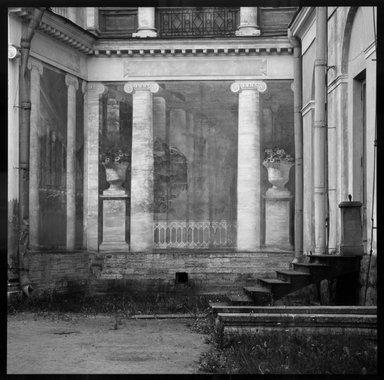 Gary Tepfer (American, born 1951). <em>Mural at Parlousk, Russia</em>, 1993. Cibachrome print, image: 15 1/4 x 15 1/4 in. (38.7 x 38.7 cm). Brooklyn Museum, Purchase gift of Daniel M. Berley, 1997.89.4. © artist or artist's estate (Photo: Brooklyn Museum, 1997.89.4_bw.jpg)