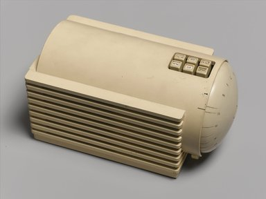 Clarence Karstadt. <em>Silvertone Turbine Radio, Model 6110</em>, 1938. Plastic, other materials, 6 5/8 x 11 7/8 x 6 1/2 in. (16.8 x 30.2 x 16.5 cm). Brooklyn Museum, Anonymous gift in honor of Sam Marcy, 1998.143.2. Creative Commons-BY (Photo: Brooklyn Museum, 1998.143.2_PS1.jpg)