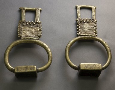 Tuareg. <em>Pair of Stirrups</em>, late 19th or early 20th century. Copper alloy, a or b: rt 7 1/4 x 4 1/4 x 1 1/2 in.  (18.4 x 10.8 x 3.8 cm). Brooklyn Museum, Gift of Mark S. Rapoport, M.D. and Jane C. Hughes, 1998.174.1a-b. Creative Commons-BY (Photo: Brooklyn Museum, 1998.174.1a-b_front_PS10.jpg)